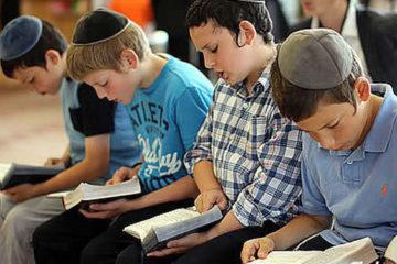 """Bốn """"hành vi nhỏ nhưng sức mạnh lớn"""" cha mẹ Do Thái thường dạy con"""