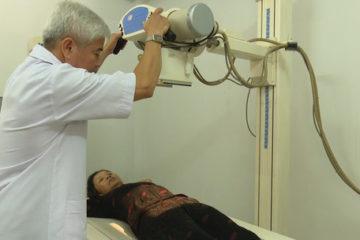 Lỗi kỹ thuật chụp X-quang gây kẹp chết cứng bệnh nhân