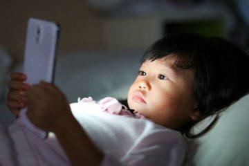 tác hại của điện thoại với trẻ