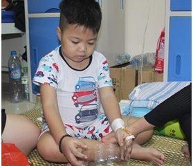 Á khôi Lê Ngọc Thanh cùng quỹ Điều Ước Nhỏ dành tặng 133 xuất quà cho bệnh nhân