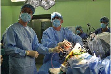 2h sau phẫu thuật thay khớp gối bằng Robot bệnh nhân sẽ tự đi lại được