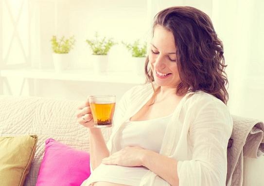 bà bầu uống trà xanh