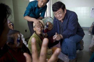 Bác sĩ thần thánh có khả năng chữa mù mắt chỉ trong 5 phút