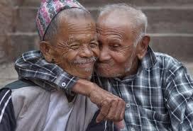 Bạn bè – 'Tấm vé' giúp sống thọ tới 100 tuổi