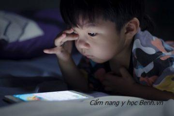 Báo động hội chứng TIC do trẻ nghiền smartphone