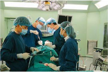 Bệnh viện Bạch Mai áp dụng hệ thống chụp O-am khi mổ cột sống
