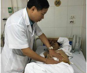 Bệnh viện Việt Đức ghép thành công thận tự thân cho người bị tai nạn