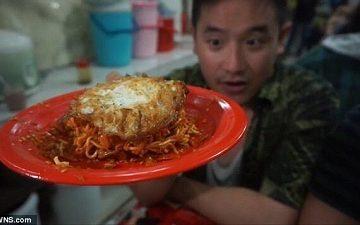 Bị điếc tạm thời sau khi ăn món 'mỳ chết chóc' cay nhất thế giới