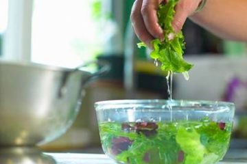 Ngâm rau lâu trong nước có giúp rau sạch hơn?