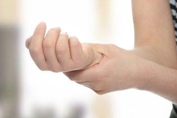 Cổ tay bị bong gân
