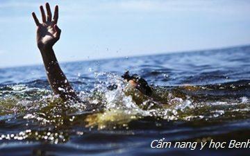 Cách xử lý khi đang bơi bị chuột rút ai cũng cần phải học