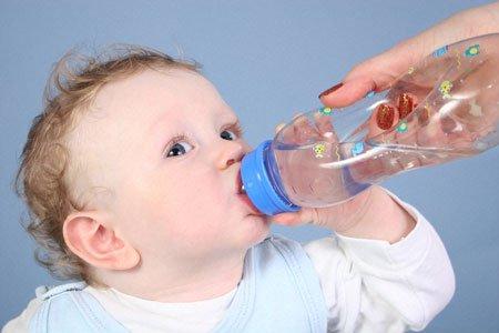 bù nước cho trẻ bị sởi