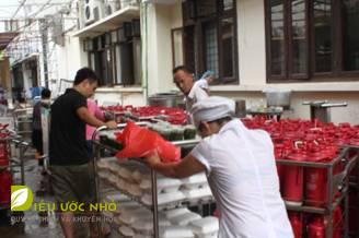 Một miếng khi đói bằng một gói khi no – Chương trình phát cơm tháng 6 cho bệnh nhân nghèo