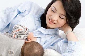 Chọn quần áo sau sinh thế nào sẽ thuận tiện cho con bú