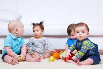 Trẻ 0-3 tuổi có những cột mốc phát triển đáng ghi nhớ nào cha mẹ cần biết?