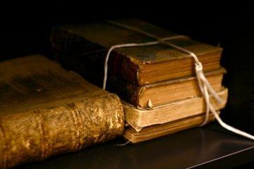 Sách cũ giá trị tồn đọng