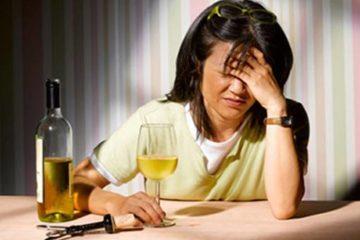 Có nên sử dụng thuốc giảm đau đầu sau khi uống rượu, bia?