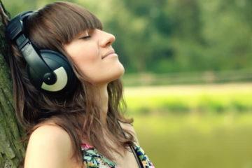 đeo tai nghe