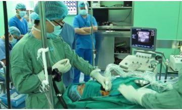 TPHCM: Điều trị thành công bệnh bướu giáp bằng sóng cao tần