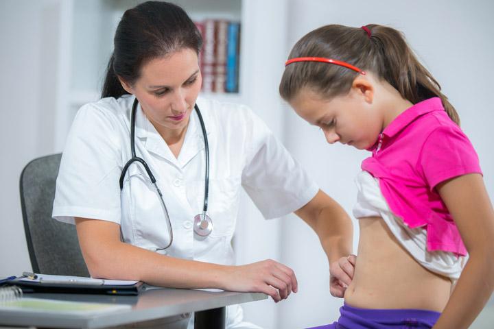 Cần đưa trẻ đi khám nếu trẻ có dấu hiệu đau bụng