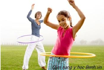 Hướng dẫn bạn gái 5 nguyên tắc lắc vòng đúng kỹ thuật và hiệu quả