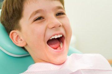 Thức ăn bảo vệ và những thói quen bảo vệ răng cho bé