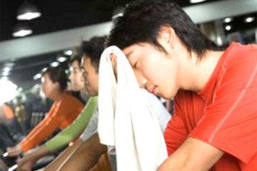 Tập thể thao quá sức ảnh hưởng đến sức khỏe như thế nào?