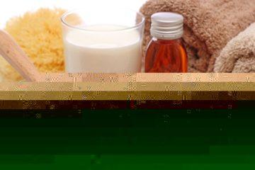 Cung cấp độ ẩm, dưỡng chất cho da với bột yến mạch và mật ong