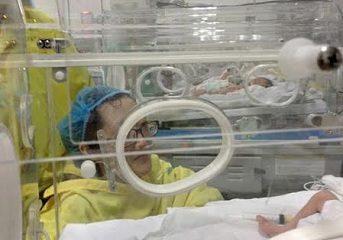Mẹ ung thư vẫn quyết sinh con: 'Tình mẫu tử thiêng liêng, em thật quá phi thường!'