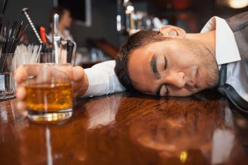 Các biểu hiện rối loạn tâm lý do rượu và hướng xử trí