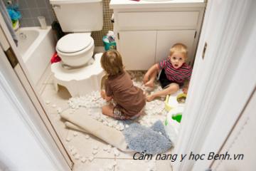 Những thứ gây ra tai nạn trẻ em mỗi ngày ngay trong nhà cha mẹ cần lưu ý