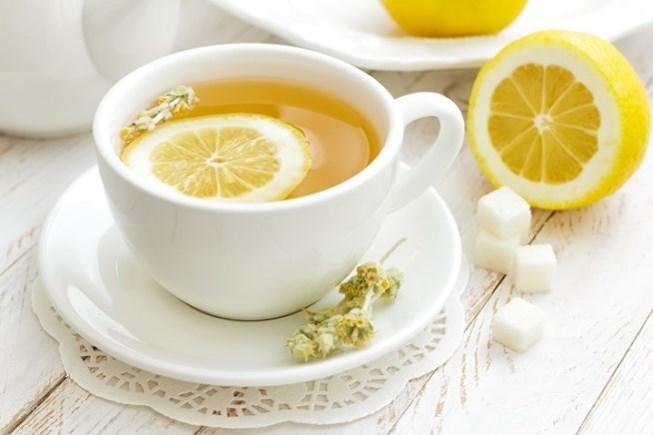 6 không khi uống nước chanh ấm buổi sáng - Benh.vn