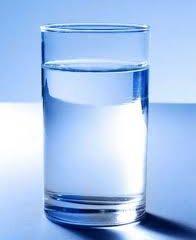 Những lợi ích đáng kinh ngạc của một cốc nước ấm