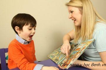 Phải làm gì khi trẻ nói lắp?