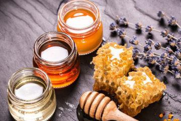 đắp mặt nạ mật ong vào mùa đông