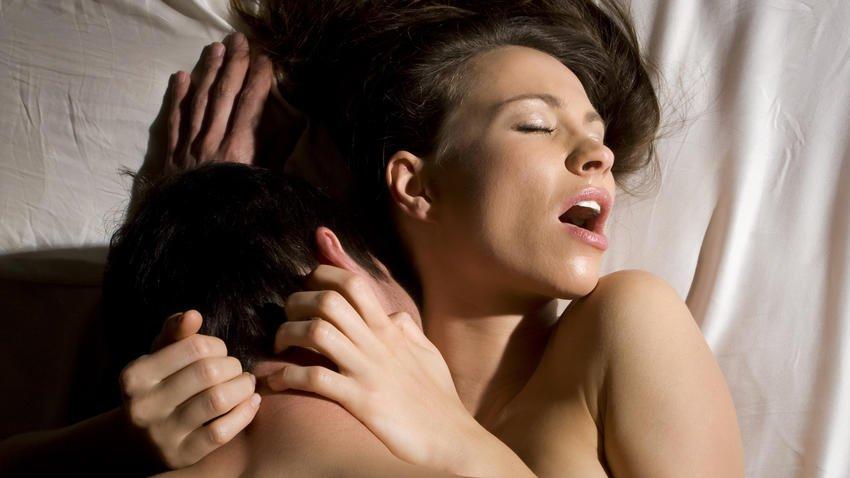 Phụ nữ làm ồn khi sex lên đỉnh