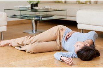 Áp dụng phương pháp ấn nhân trung cho người bị ngất đột ngột