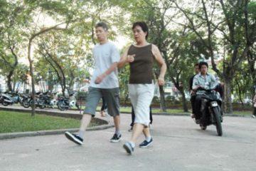 đi bộ trong công viên