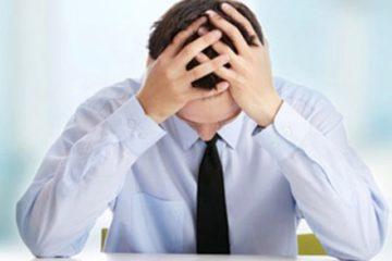 người đàn ông bị rối loạn tâm thần do ám ảnh, stress