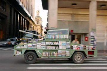Chế xe tăng từ vũ khí bỏ đi để mang sách miễn phí đến cho mọi người