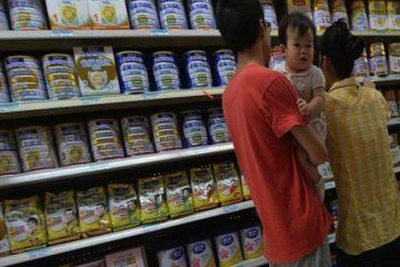 Thu hồi sữa bột thừa nitrat và selenium ở Trung Quốc