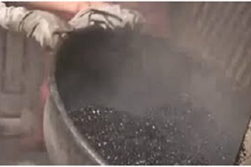 Tá hỏa vì công nghệ sản xuất cà phê như nhựa đường