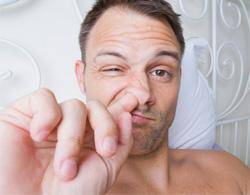 Ngoáy mũi: Hành động vô thức nhưng tác hại vô cùng