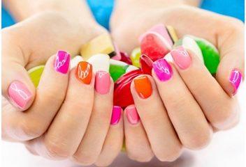 Những tác hại khủng khiếp khi sơn móng: Bạn gái cần cân nhắc