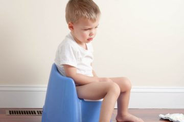 """8 mẹo nhỏ giúp cha mẹ """"đối phó"""" với chứng táo bón ở trẻ"""