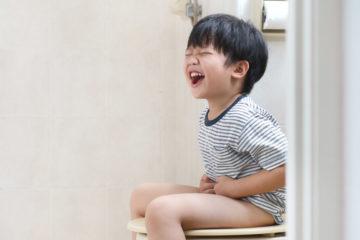 Làm gì khi trẻ đi ngoài phân không bình thường?
