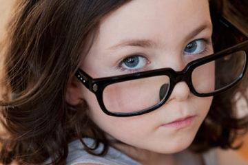 Hạn chế hiện tượng bị tật khúc xạ ở trẻ em