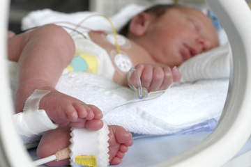 em bé sinh non được chăm sóc đặc biệt