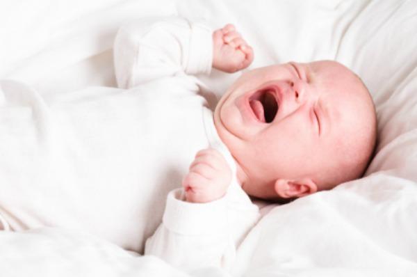 trẻ sơ sinh bị ngạt mũi về đêm