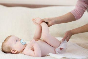 Trị táo bón cơ năng cho trẻ, cẩn thận tiền mất tật mang